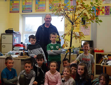 Tree Expert, Liam, talking to the pupils of St Aidans NS Ballintrillick